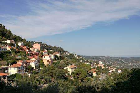 Au calme sur les hauteurs de Grasse - Flat