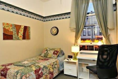 Comfy studio in historic Gaslamp! - Bed & Breakfast