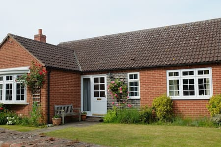 Peaceful modern cottage near Southwell - Morton