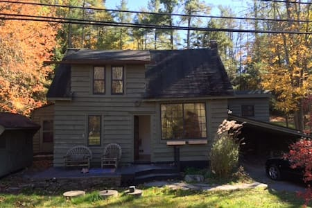 Restored and Classic Woodstock Cottage - Bearsville