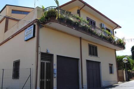 B&B Casapaolo - Fiumefreddo di Sicilia - Aamiaismajoitus