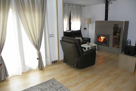 Exclusiva casa chimenea,horno Segoviano y Barbaco - Haus