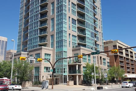 One bed suite between downtown & 17th Ave - Calgary - Condominio