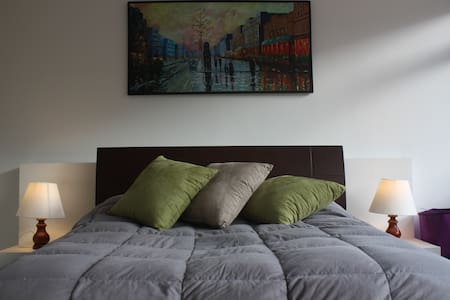 Cool Spacious Flat in Artsy Zone Downtown! - Appartement