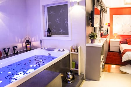 ❤Romantic Studio with Hot Tub Spa - Tsim Sha tsui,  Kowloon - Appartement