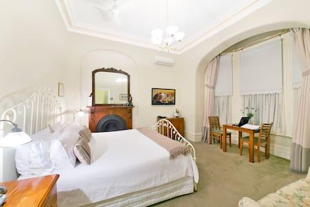Arundels Boutique Accommodation B & B Room 101 - Fremantle - Bed & Breakfast