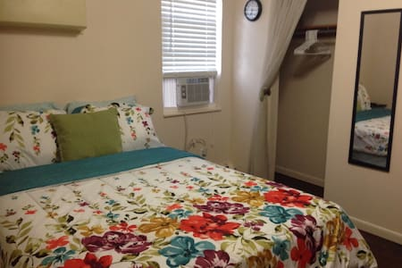 2 Guest « Private Room near EWR/NYC/NJ Transit. - Apartment