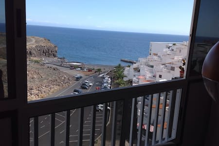 By the Beach, Tenerife South, sea view. - Pis