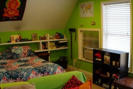 Decorated room - Chapel Hill - Ev