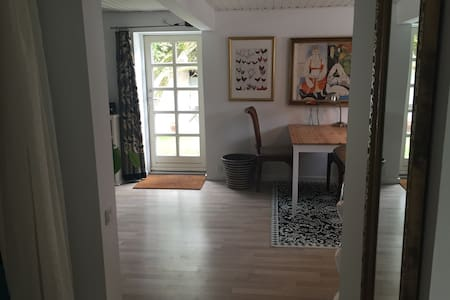 Cosy apartment with a lovely garden. - Hillerød - Pis