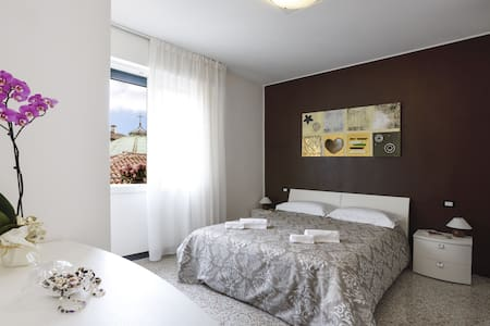 Brick House Treviso - New apartment in town! - Huoneisto