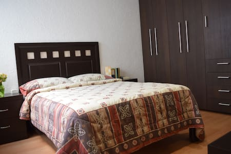 Cozy room with private bathroom/Trendy location!! - Apartment