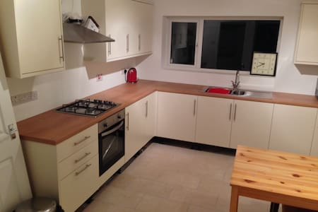 Simple, convenient and quiet. - Newcastle-under-Lyme - Casa