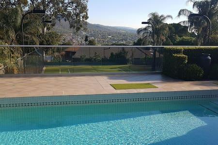 House with pool - Highbury - Talo