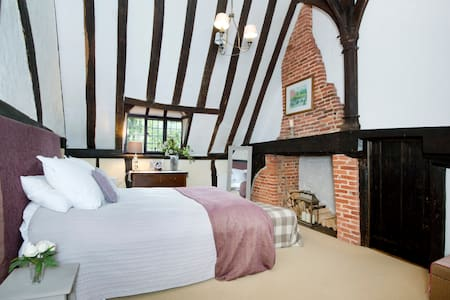 15th Century historic Kentish Hall House - Kent - Bed & Breakfast