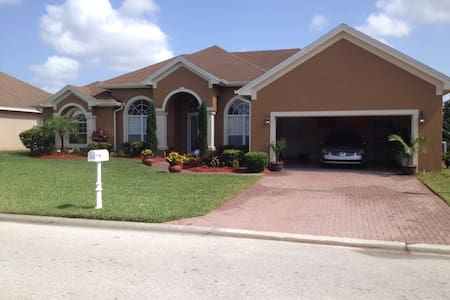 Fully Furnished w/ 2 bedrooms/2 private bathrooms - Lakeland