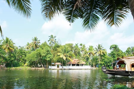 Lovely Island stay in punnamada lake Double Bed - Sziget