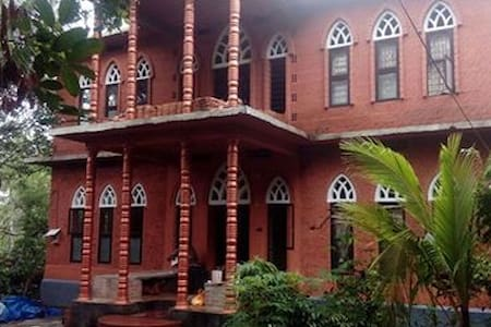 BRICK HOUSE IN TROPICAL AMBIANCE - Thenhipalam - Casa