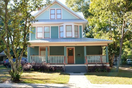 Historic Home Walking Distance to Downtown - DeLand - House