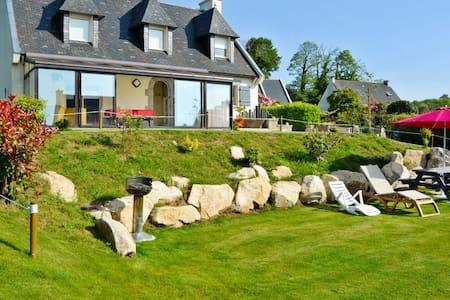 Comfortable house with verdant garden - Dom