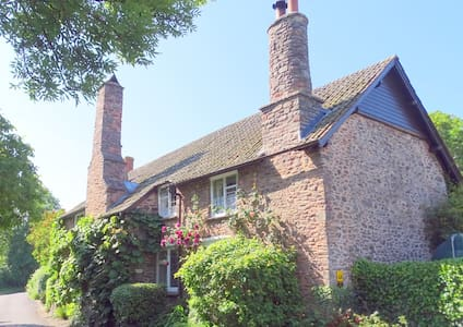 Tudor Cottage B & B - (L) - Bed & Breakfast
