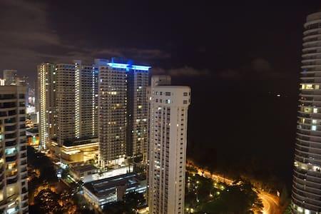 Sea & City View (Gurney Drive) - Wohnung