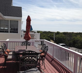 6br-3ba Beach cottage with awesome ocean views - House