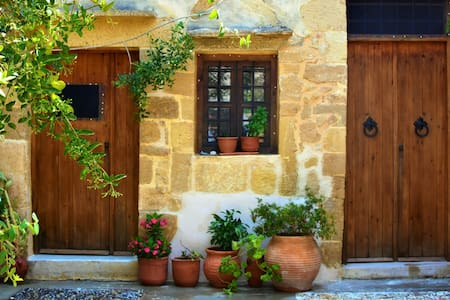 Manolis traditional house - House