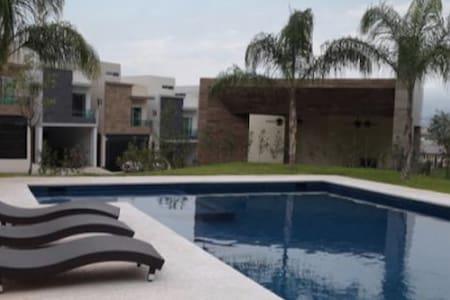 Renta de casa por semana y mes - Monterrey