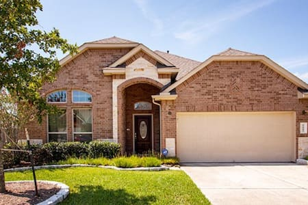 BEAUTIFUL HOME IN GREAT LOCATION! - Pearland