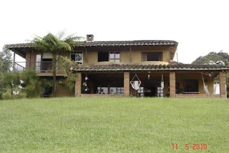 Casa campestre cerca a Llanogrande - Rumah