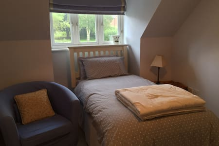 Single room close to City Centre and St Fagans. - Cardiff - Hus
