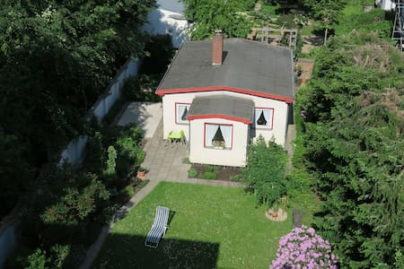 Idyllic Guest House in central Hannover - House