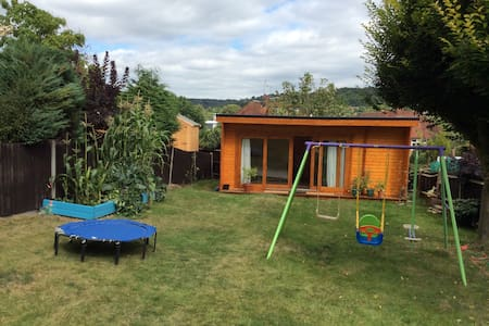 Large Cabin accommodation. - High Wycombe - Cabin
