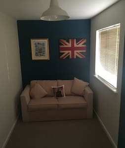 Safe double sofa bed in spare room of my house - Whittlesey - Apartamento