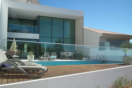 Modern luxury villa Salema - Hus