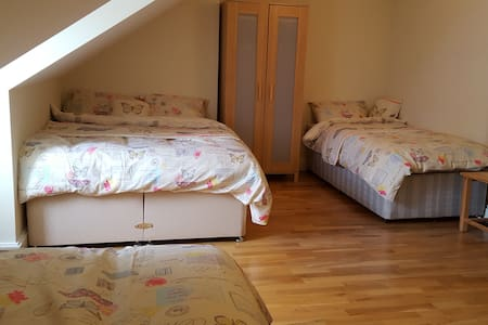 1 Double bed +  2 single beds - Apartamento