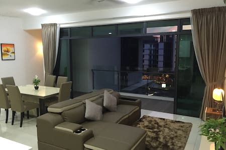 Newly furnished 2100sf luxury condo - Gelugor - Appartement en résidence