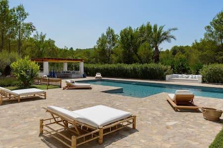 Blakstad Villa 12m to Ibiza Town - Ibiza - House