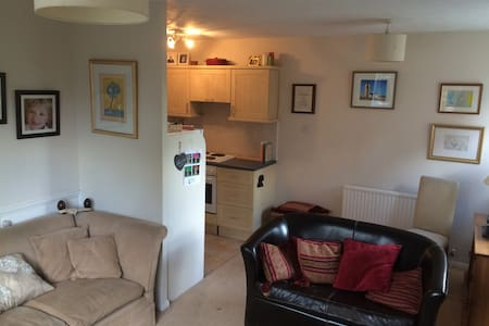 Modern 3 level 1bd flat nr london - Knebworth - Pis