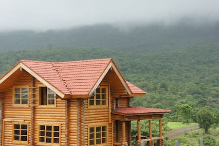 Russian log house amidst nature - Bungaló