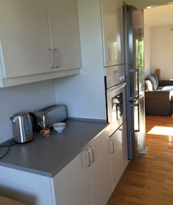 Clean fresh double room close to city. - København - Apartment