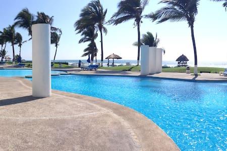 Mayan Island beachfront main level - Apartment