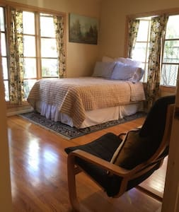 Bed/Bath in Rustic Home w/ Pool - Glendale - House