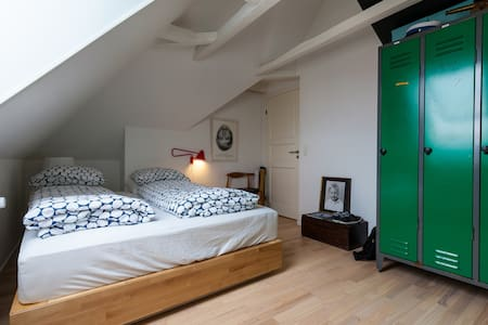 Nice room in cosy apartment near the center - Arhus