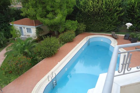 Cozy Guest House with swimming pool - Appartement