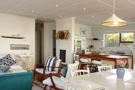 Pringle Bay Cute Cottage Sea Views - Huis