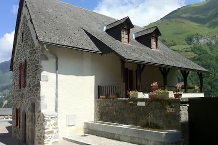 Vallée d'Aspe: maison 10 p - Borce - Ev