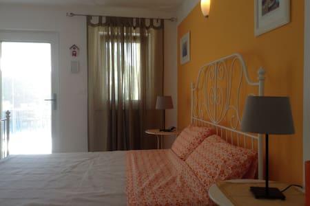 QUIET TRIPLE ROOM IN VILLA WITH SWIMMING POOL - Rasopasno - Villa