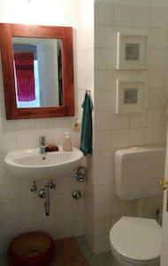 ruhige 2-Zimmerwohnung Nähe Isar und Tierpark - München - Apartment